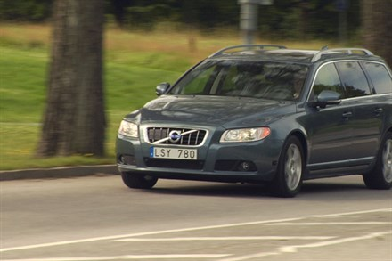 Volvo V70, model year 2012, driving footage - Video still
