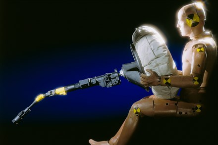 Volvo Cars airbag celebrates 20 years