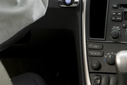 Volvo Car Corporation, Accessories - Wireless hands-free function in Volvo cars with Bluetooth® and a mobile telephone