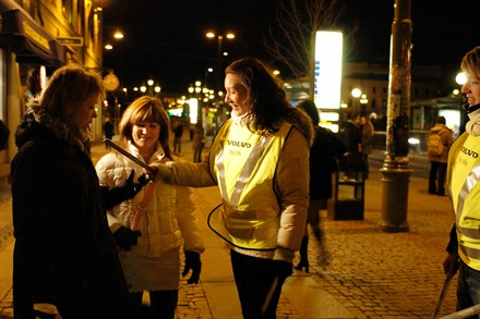World Health Day, 7 April 2004 - Volvo Cars contributes to road safety with free reflectors