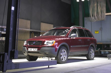 Volvo Cars uses sun simulation to ensure low interior emissions in cars