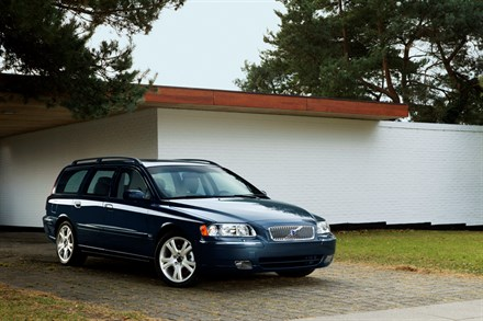 Volvo V70 - The spacious family car – safer, more elegant and with even better driving properties