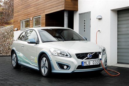 VOLVO CARS TAKES NEXT STEP IN DEVELOPMENT OF CARS POWERED BY ELECTRICITY AND BUILDS AN ELECTRIC TEST FLEET